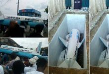 Photo of OMG! Man buried in airplane casket in Calabar